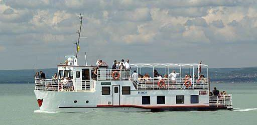 Több hajó indul a Balatonon
