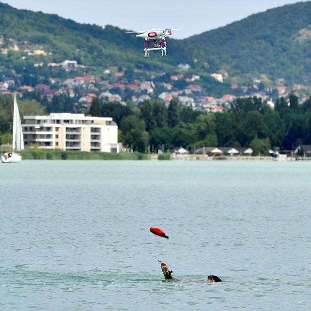Drónok segítik a vízimentők munkáját a Balatonon