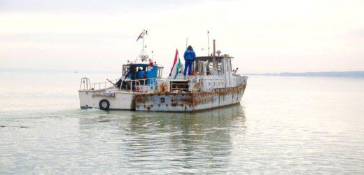 Örökbe fogadott Vonyarcvashegy egy 50 éves halászhajót