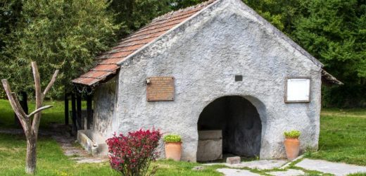 A régi falusi világ emlékeit őrzik a Káli-medence mosóházai